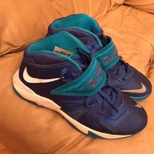 Nike Shoes - Nike LeBron Soldier b-ball sneakers Youth 6